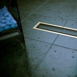 Caniveau de sol pour douche à l'italienne en verre noir